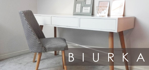 białe biurka z drewna